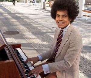 Piano na ulici. Foto Luboš Hostek (1)