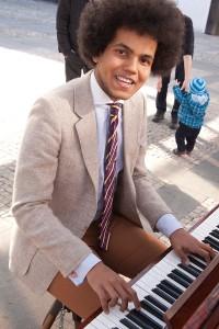 Piano na ulici. Foto Luboš Hostek (2)